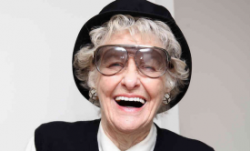 elaine-stritch-laughing